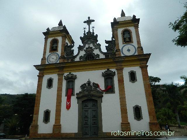 fachada-igreja-nossa-senhora-carmo-sabara