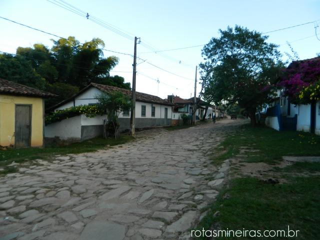 rua-central-de-são-gonçalo-do-rio-das-pedras