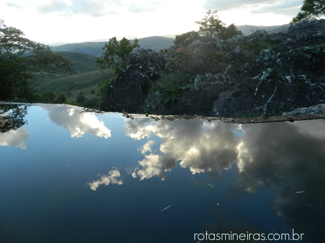vista-superior-cachoeira-do-comercio-são-gonçalo-rio-das-pedras